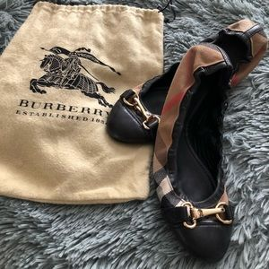 *Brand New* Burberry flats with dust bag